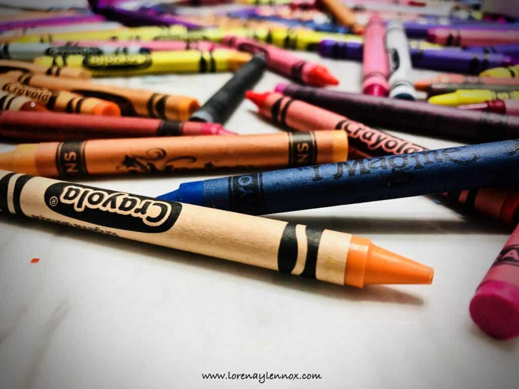 DIY Dinosaur Crayons. The Perfect Goody Bag Treat #DIY #Partyfavors #diycrayons #dinosaurthemedbirthdayparty #birthdaypartyideas #dinobirthdayparty #dinosaurideas