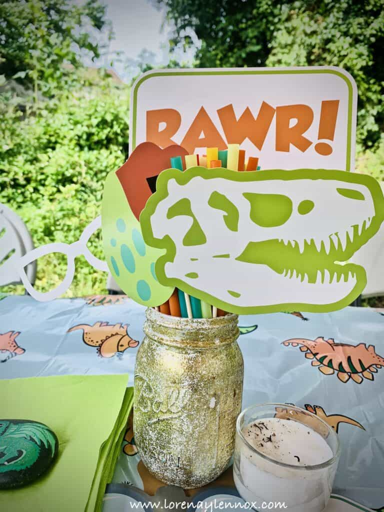 Dinosaur Center Pieces. DIY Ideas for a Dinosaur-Themed Birthday Party. #Dinosaurparty #birthdayideas
